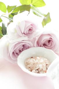 薔薇と岩塩の写真素材 [FYI00032164]