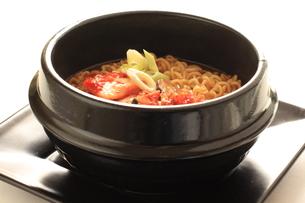 韓国料理キムチラーメンの写真素材 [FYI00032361]