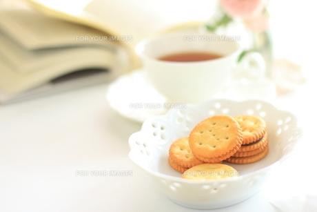 ビスケットと紅茶の素材 [FYI00032583]
