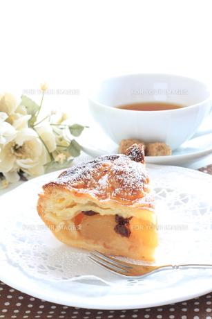 アップルパイと紅茶の写真素材 [FYI00032683]