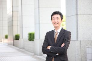 笑顔のビジネスマンの写真素材 [FYI00032758]
