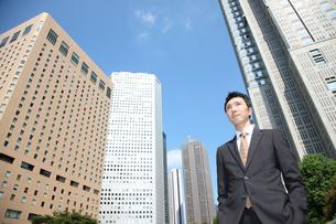 オフィス街のビジネスマンの写真素材 [FYI00032760]