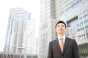 オフィス街のビジネスマンの写真素材 [FYI00032791]