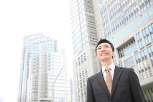 笑顔のビジネスマンの写真素材 [FYI00032792]