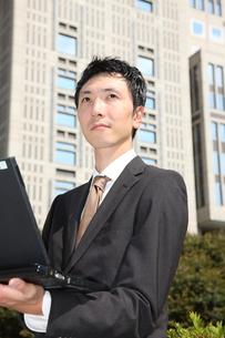 オフィス街のビジネスマンの写真素材 [FYI00032794]