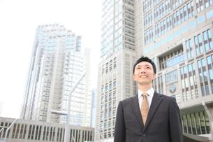 笑顔のビジネスマンの写真素材 [FYI00032797]