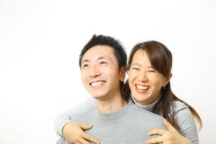 笑顔のカップルの写真素材 [FYI00032827]