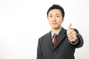 グーサインをするビジネスマンの写真素材 [FYI00032852]