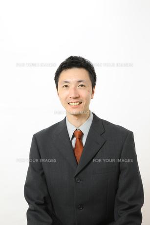 笑顔のビジネスマンの写真素材 [FYI00032855]