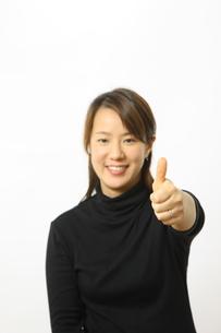 グーサインを出す女性の写真素材 [FYI00032877]