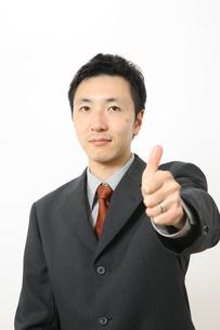 グーサインをするビジネスマンの写真素材 [FYI00032888]