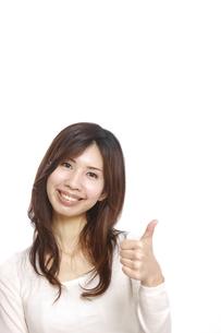 グーサインをする女性の写真素材 [FYI00033000]