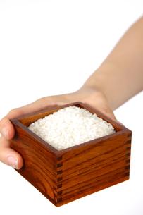 米を計るの写真素材 [FYI00033315]