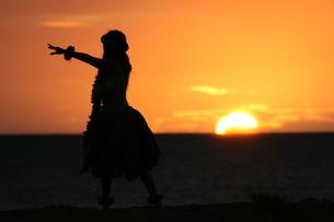 日没のフラダンスの写真素材 [FYI00033689]
