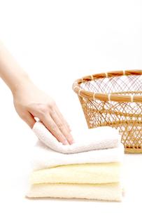 タオルを取るの写真素材 [FYI00034028]