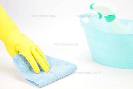 雑巾で拭くの写真素材 [FYI00034089]