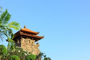 赤レンガ屋根と青空の写真素材 [FYI00034103]