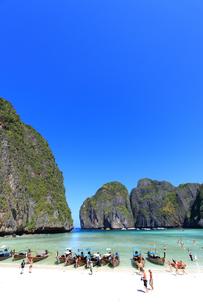 ピピ島マヤ湾のマヤ・ビーチの写真素材 [FYI00034817]