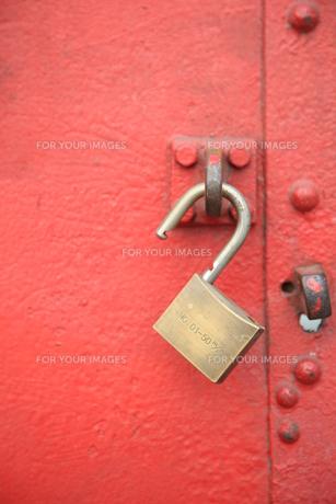開錠された扉の写真素材 [FYI00034854]