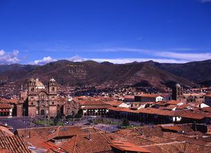 世界遺産クスコ市とアルマス広場遠景の写真素材 [FYI00034898]