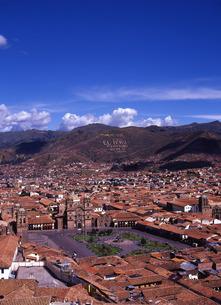 世界遺産クスコの街並みとアルマス広場遠景の写真素材 [FYI00034919]