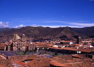 世界遺産クスコの街並みとアルマス広場遠景の写真素材 [FYI00034923]