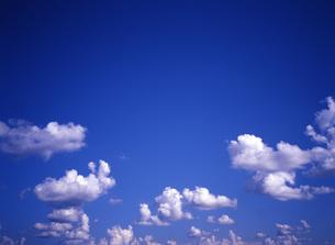 青空と雲の写真素材 [FYI00034927]