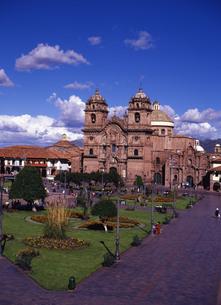 世界遺産クスコのアルマス広場とヘスス教会の写真素材 [FYI00034939]