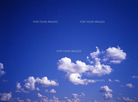 青空と雲の写真素材 [FYI00034942]