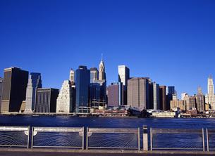 マンハッタンの高層ビル群の写真素材 [FYI00035048]