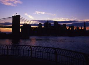 夕暮れのニューヨークの写真素材 [FYI00035064]