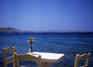 海辺のテーブルの写真素材 [FYI00035189]