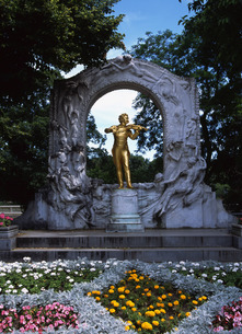 ヨハンシュトラウス像の写真素材 [FYI00035226]