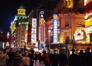 上海の夜の写真素材 [FYI00035404]