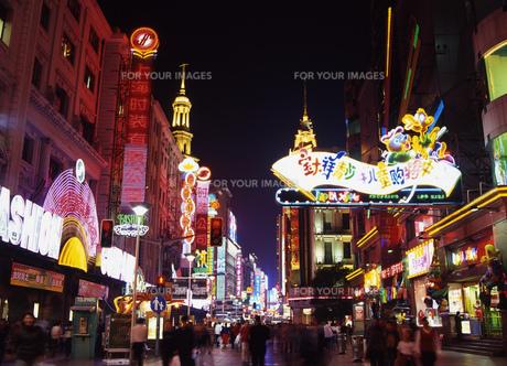 上海の夜の写真素材 [FYI00035406]