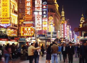 上海の夜の写真素材 [FYI00035424]
