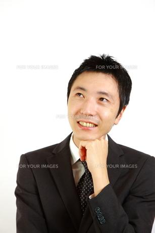 考えるビジネスマンの写真素材 [FYI00036123]