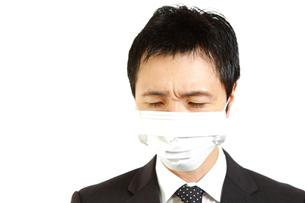 マスクをするビジネスマンの写真素材 [FYI00036156]