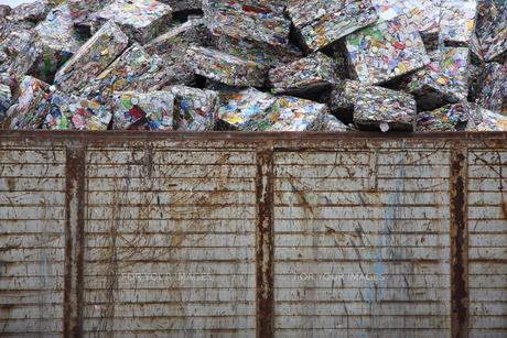 アルミ缶リサイクルの写真素材 [FYI00036292]