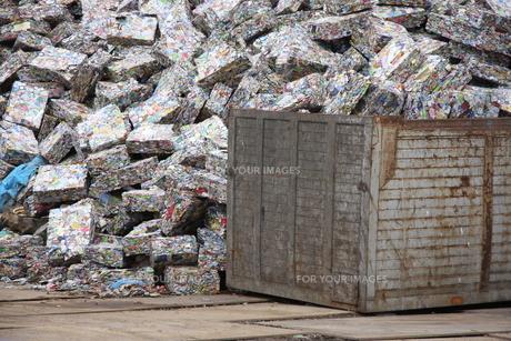 アルミ缶リサイクルの写真素材 [FYI00036300]