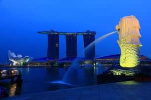 夕暮れのシンガポールの写真素材 [FYI00036340]