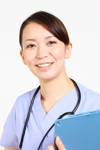 笑顔の女性医師の写真素材 [FYI00036378]