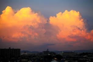 入道雲の夕焼けの素材 [FYI00038605]