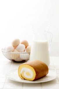 ロールケーキと材料の素材 [FYI00039425]
