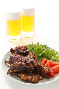 スペアリブとビールの写真素材 [FYI00039511]