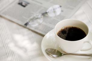オープンテラスでコーヒーの写真素材 [FYI00039759]
