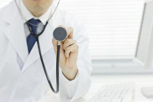 聴診する医師の写真素材 [FYI00040199]