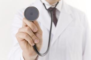 聴診器を持つ医師の写真素材 [FYI00040214]