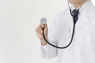 聴診器を持つ医師の写真素材 [FYI00040216]