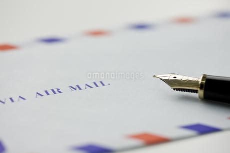 エアメールと万年筆の写真素材 [FYI00040295]